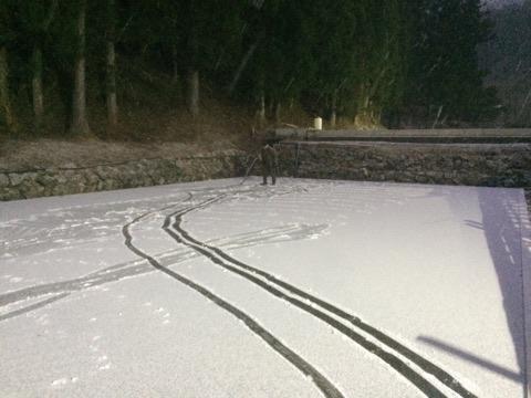 今年も雪かきしてました!